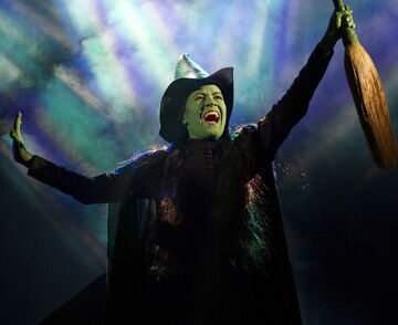MAMIE PARRIS as Elphaba-2