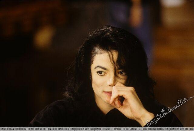 File:MJ-1993-Oprah-Interview-1.jpg