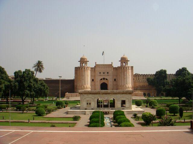 File:Pakistan Lahore Fort 001.jpg