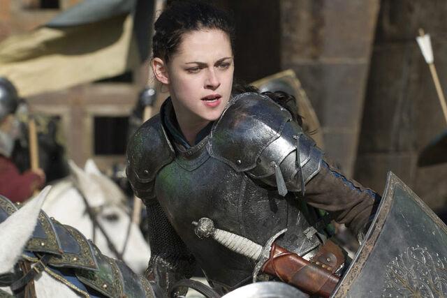 File:Snow White Kristen Stewart 2.jpg