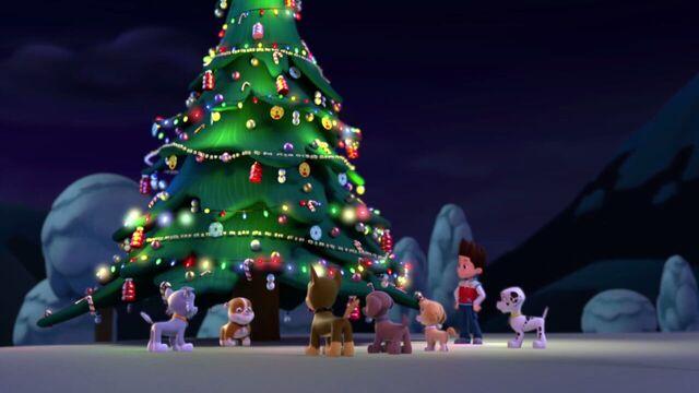 File:PAW.Patrol.S01E16.Pups.Save.Christmas.720p.WEBRip.x264.AAC 1292057.jpg