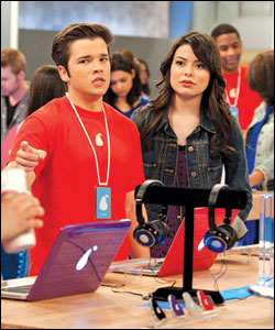 File:Icarly lede 03-100th-episode-Nickelodeon-Stars-Miranda-Cosgrove-As-Carly-Shay-And-Nathan-Cress-As-Freddie-Benson-At-In-The-Pear-Store-Nickelodeon-TV-Show-iCarly.jpg
