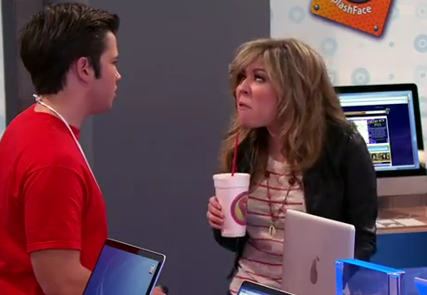 File:ICarly-iPear-Store-Episode-9.png