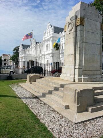 File:Cenotaph, Esplanade, George Town, Penang.jpg