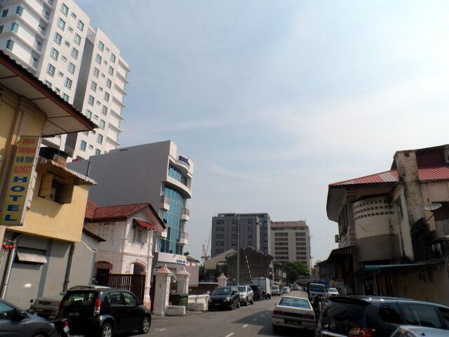 File:Naning Street, George Town, Penang.JPG
