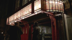 Penny-Dreadful-exterior-of-Grand-Guignol-Britannia