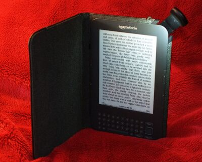Amazon Kindle 3 cover with light