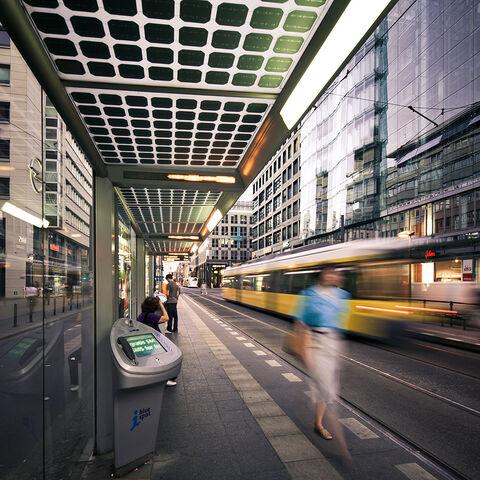 File:Streetlife-berlin-mitte.jpg