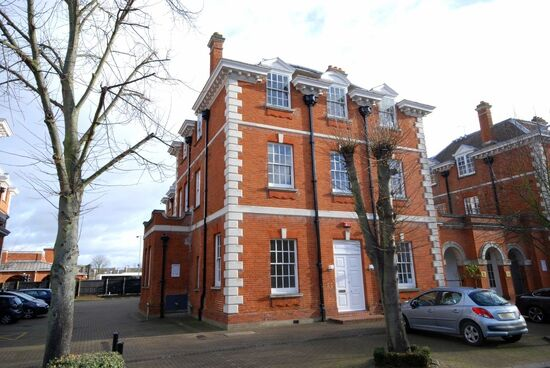 9 bedroom house on Bluecoats Avenue
