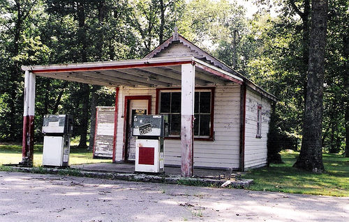 File:Ledyard Gas Station.jpg