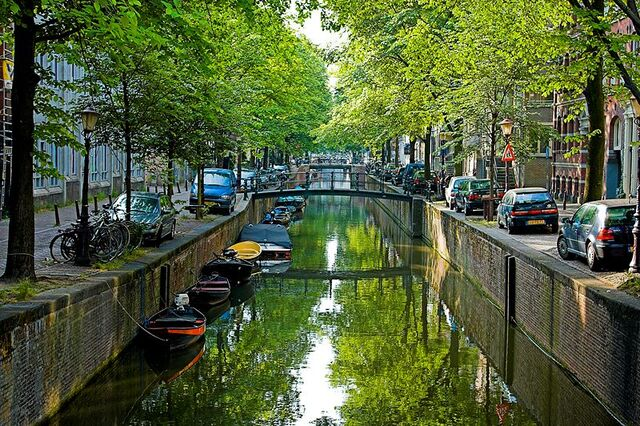 File:800px-Amsterdam Canal.jpg