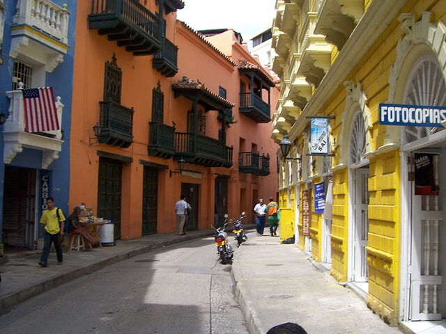 File:Pretty colonial streets in Cartagena.jpg