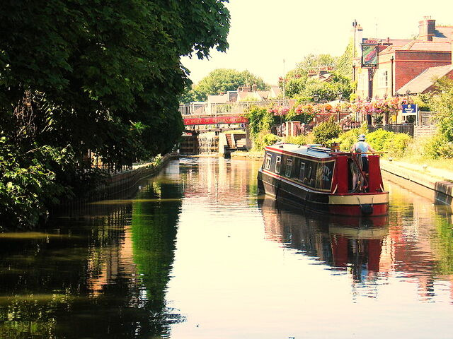 File:800px-Berkhamsted Canal.jpg