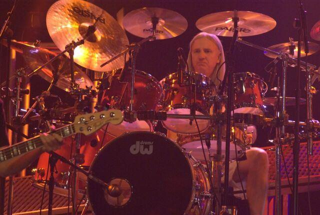 File:Louie Weaver 2010 Live.jpg