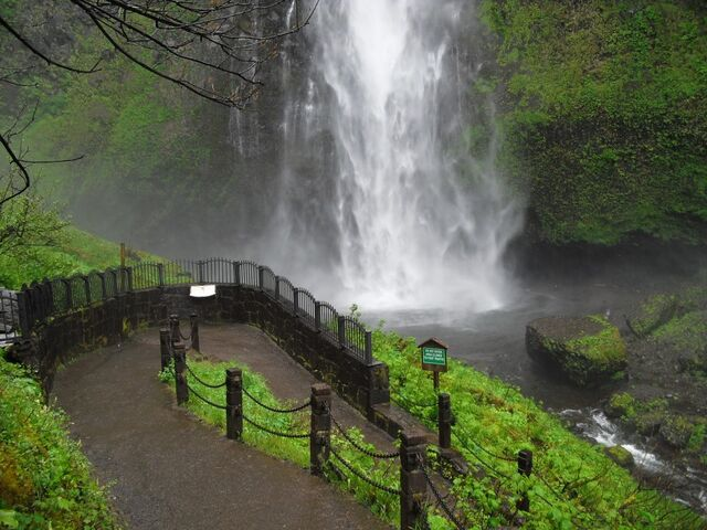 File:Multnoma Falls - bottom of the falls.jpg