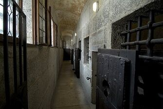 Hallway-within-the-17th-century-prison-todd-gipstein
