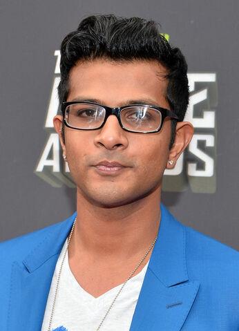 File:Utkarsh Ambudkar Arrivals MTV Movie Awards DJ6nzqqNiqnl.jpg