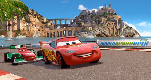 File:Cars 2 szenenbild italien.jpg