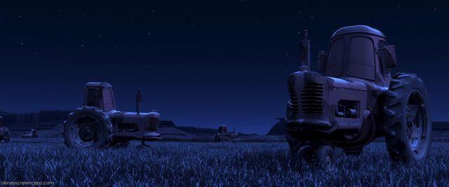 File:TractorsCars.jpg