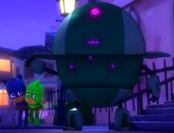 Robot holds Gekko and Catboy