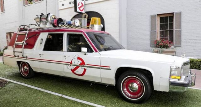 File:1982-Cadillac-hearse-Ghostbusters-Ecto-1-1024x547.jpg