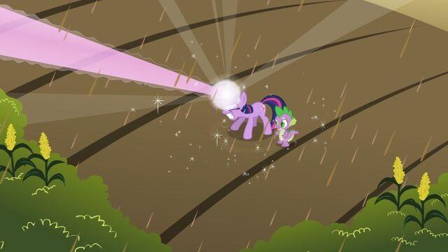 File:688px-Twilight Spike magic S02E01.jpg