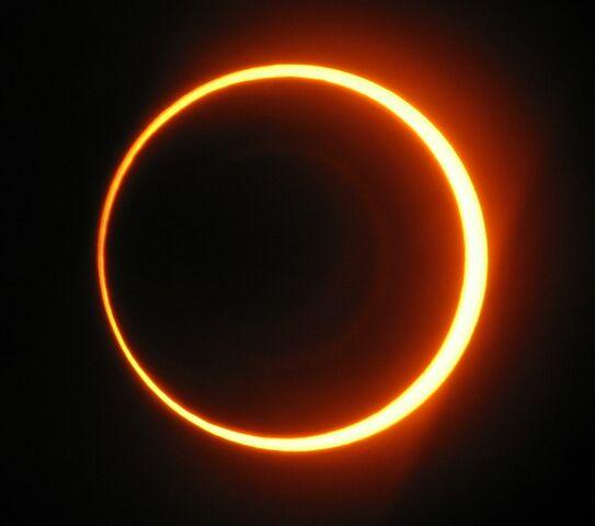 File:Annular-eclipse-2.jpg
