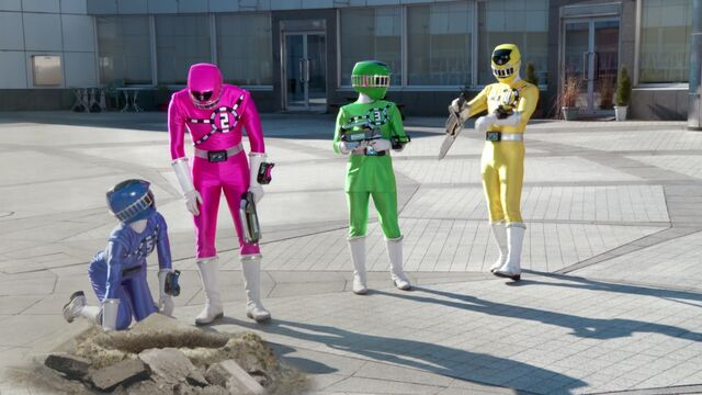 File:ToQger vs. Gaim - Transfer Change.jpg