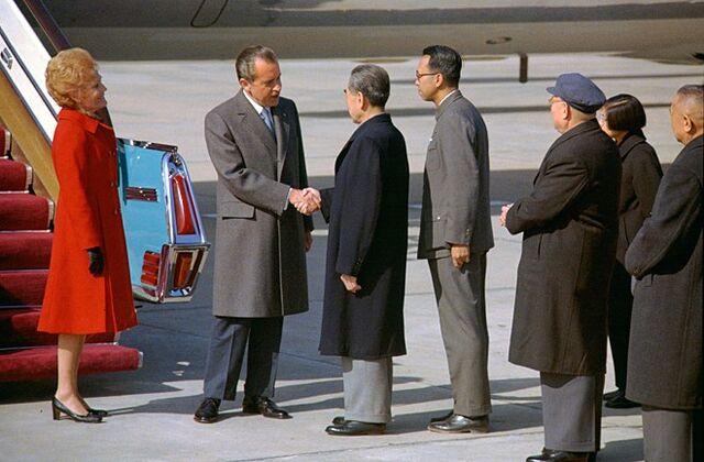 File:Nixon shakes hands with Chou En-lai.jpg