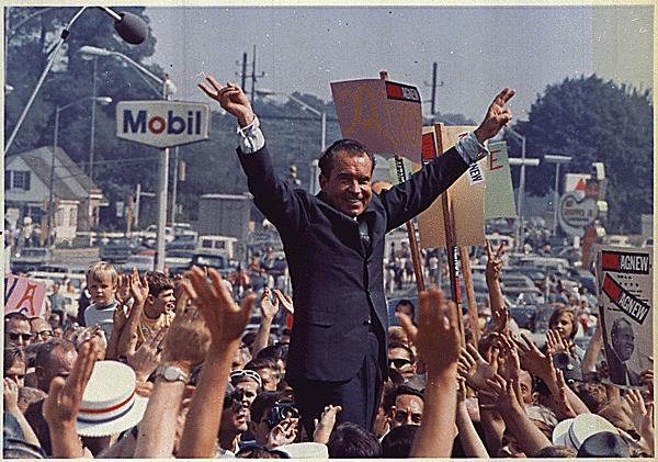 File:Richard nixon campaign rally 1968.png