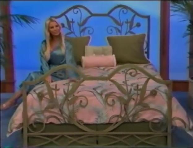 File:Gabrielle Tuite in Satin Sleepwear 05-02-2008 Pic-3.jpg
