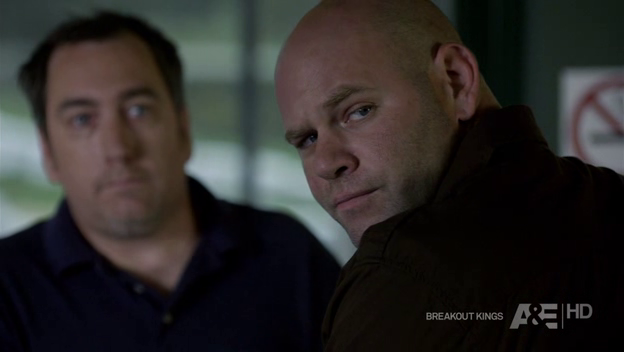 File:Breakout-kings-1x05-queen-of-hearts-cap-03.png