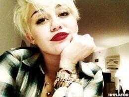 Miley-cyrus-short-hair-10-580x435