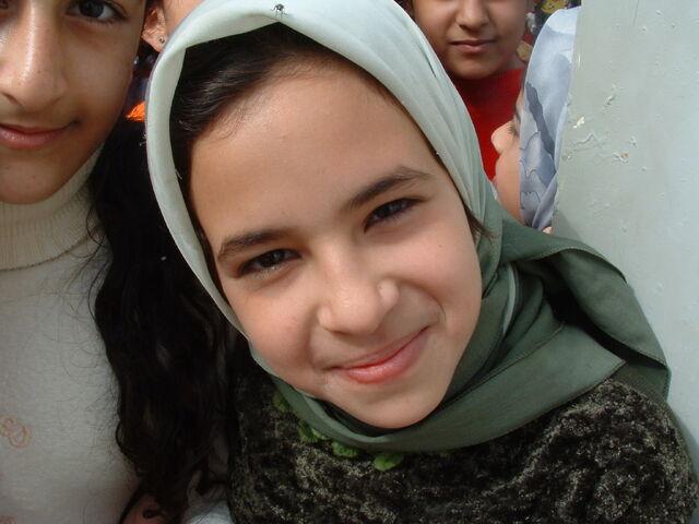 File:Iraqi girl smiles.jpg