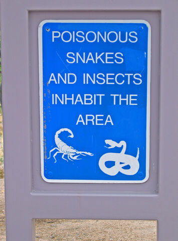 File:Snake warning sign.jpg