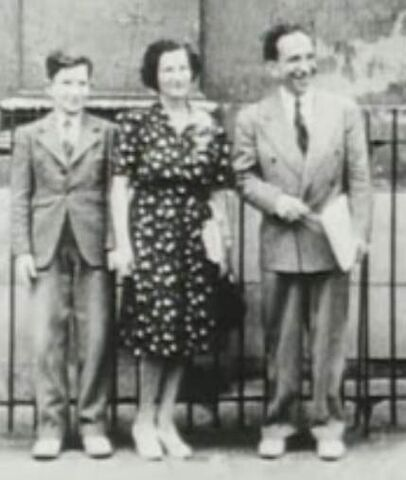 File:Chomsky young with parents (fair-use).jpg