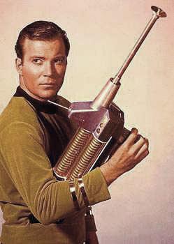 Arquivo:James T Kirk-rifle de fêiser.jpg