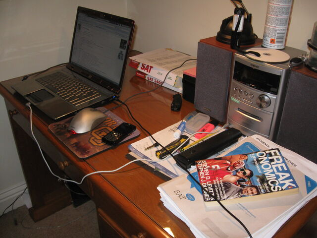 File:Tai Desk.jpg