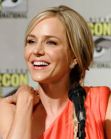 File:479px-Julie Benz Comic-Con 2012.jpg