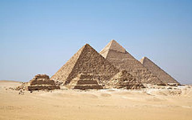 File:Gizapyramids.png