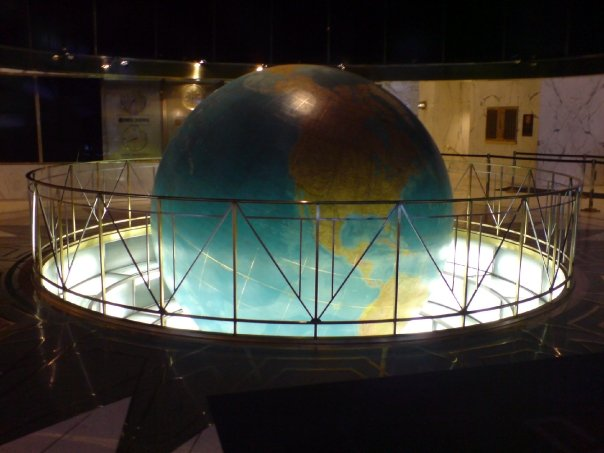 File:Daily News Building Globe.jpg