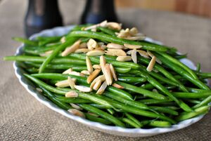 Sauteed-Garlic-Green-Beans-with-Toasted-Almonds
