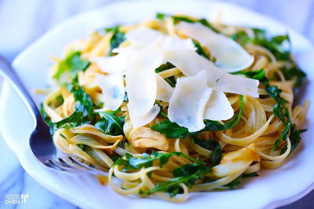 File:Linguine-with-arugula-garlic-and-parmesan-1.jpg