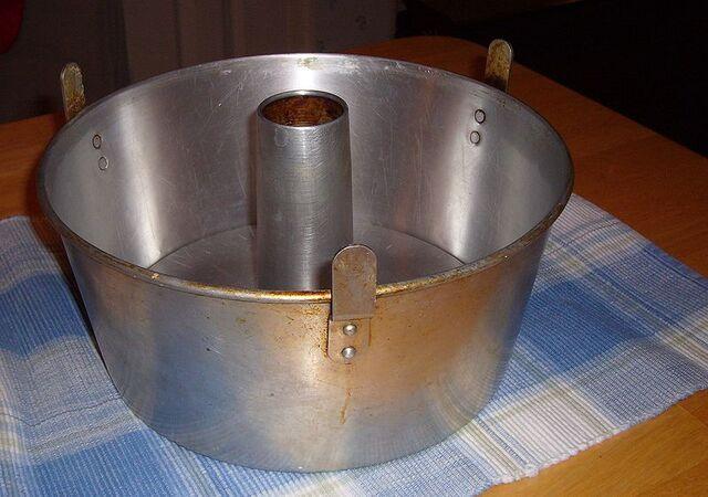 File:Angel Food Cake Pan.jpg