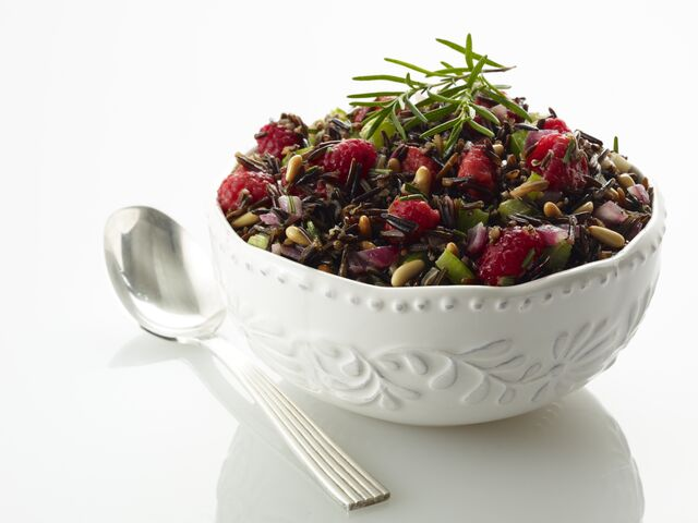 File:Wild-Rice-Dressing-with-Raspberries-and-Carmelized-Walnuts.jpg