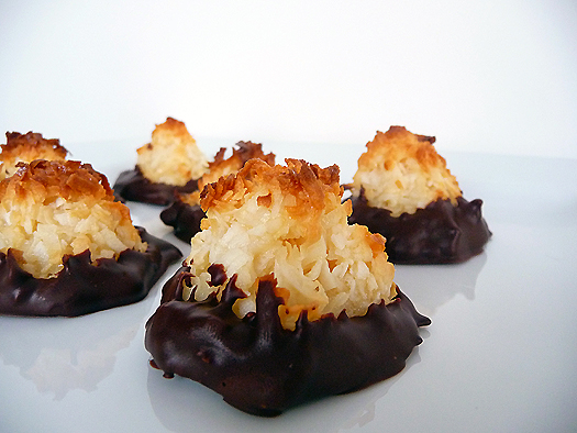 File:Coconut-macaroons-group.jpg