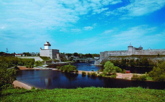 File:NORTH ESTONIA Narva stronghold.jpg