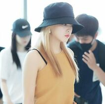Yeri with blonde hair at the airport