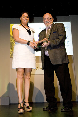 File:Kate Doran with Presenter Brian Jacques.jpg