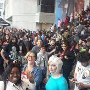 Wikiafoodtruck-crowd